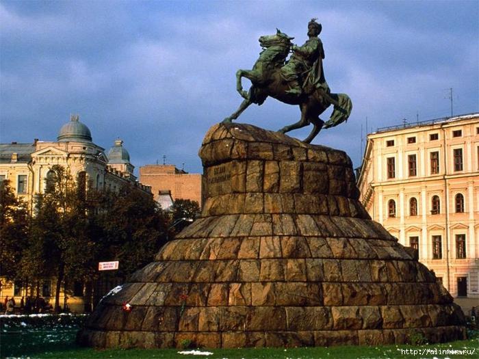 киев Памятник Богдану Хмельницкому в Киеве (700x525, 320Kb)
