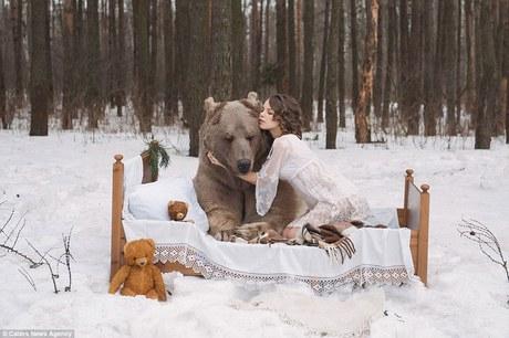 фотосессия в обнимку с медведем 3 (460x306, 117Kb)