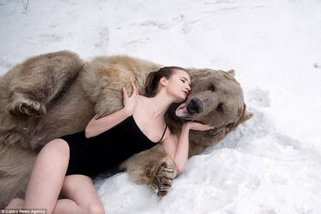 фотосессия в обнимку с медведем 2 (460x308, 89Kb)