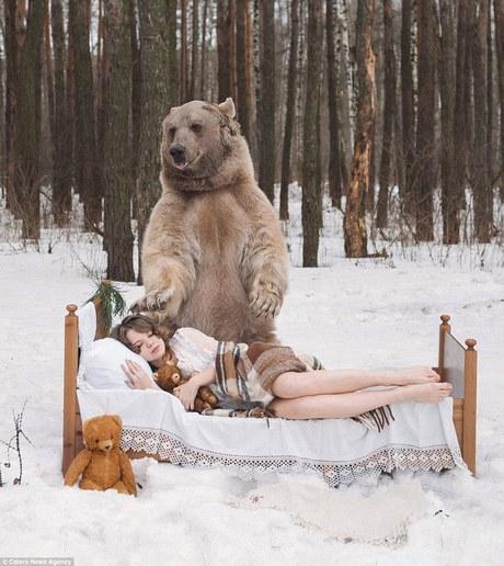 фотосессия в обнимку с медведем 7 (460x516, 202Kb)