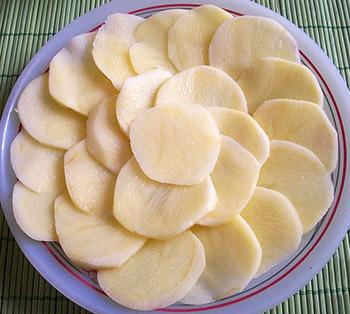 5283370_Kartofelnie_cvetochkikorzinochki_s_nachinkoi_1 (350x314, 81Kb)