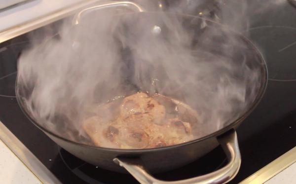 Кулинарный лайфхак мясо на сковороде с копченым вкусом