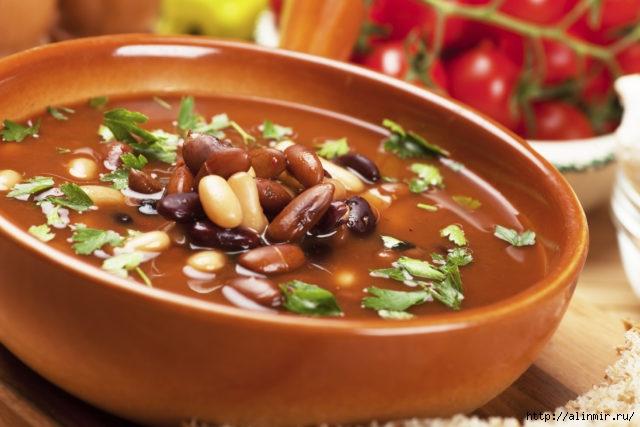 Тосканский суп с фасолью, с чесноком и розмарином