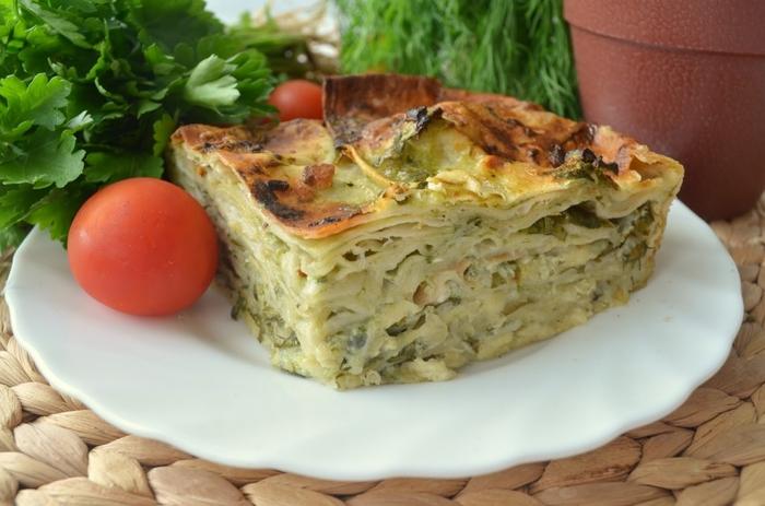 На скорую руку: пирог из тонкого лаваша с сыром и зеленью